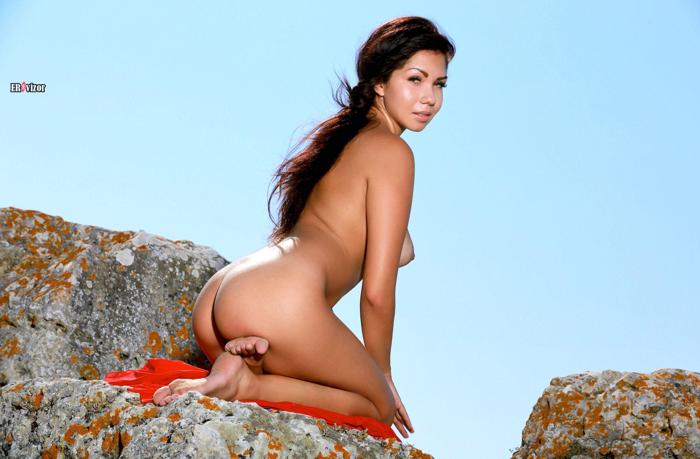 Romana-A-naked_sun_day (9)