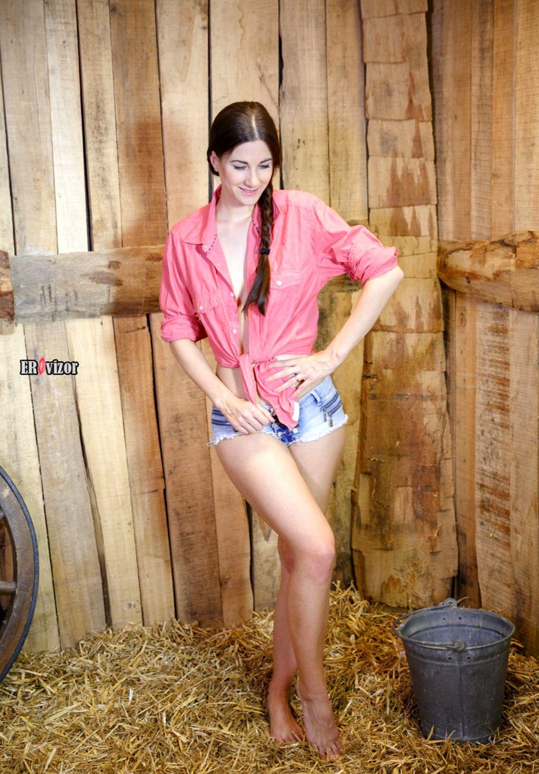 Lauren Collins в шортиках