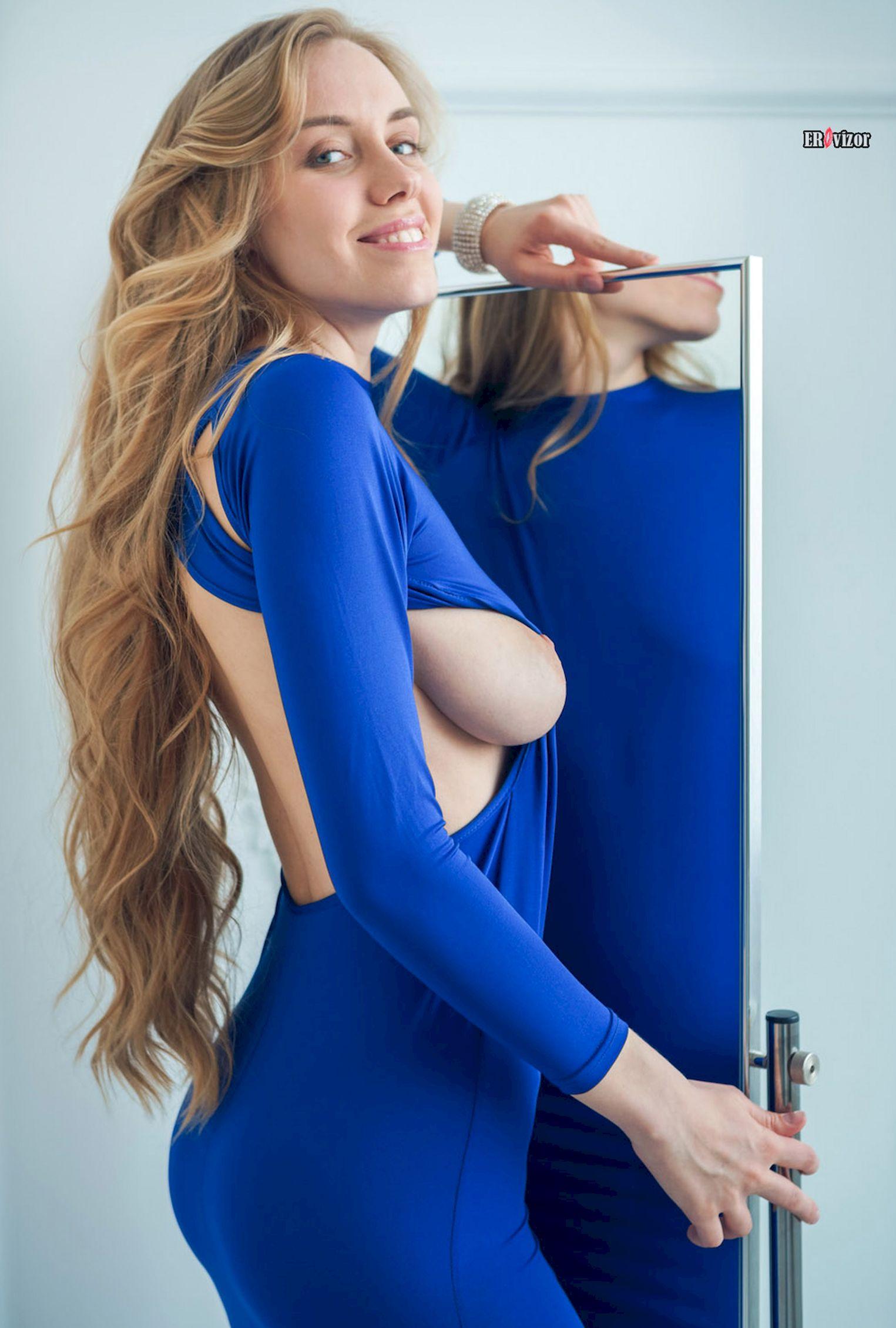 blondinka_pered_zerkalom_sexy_body (3)