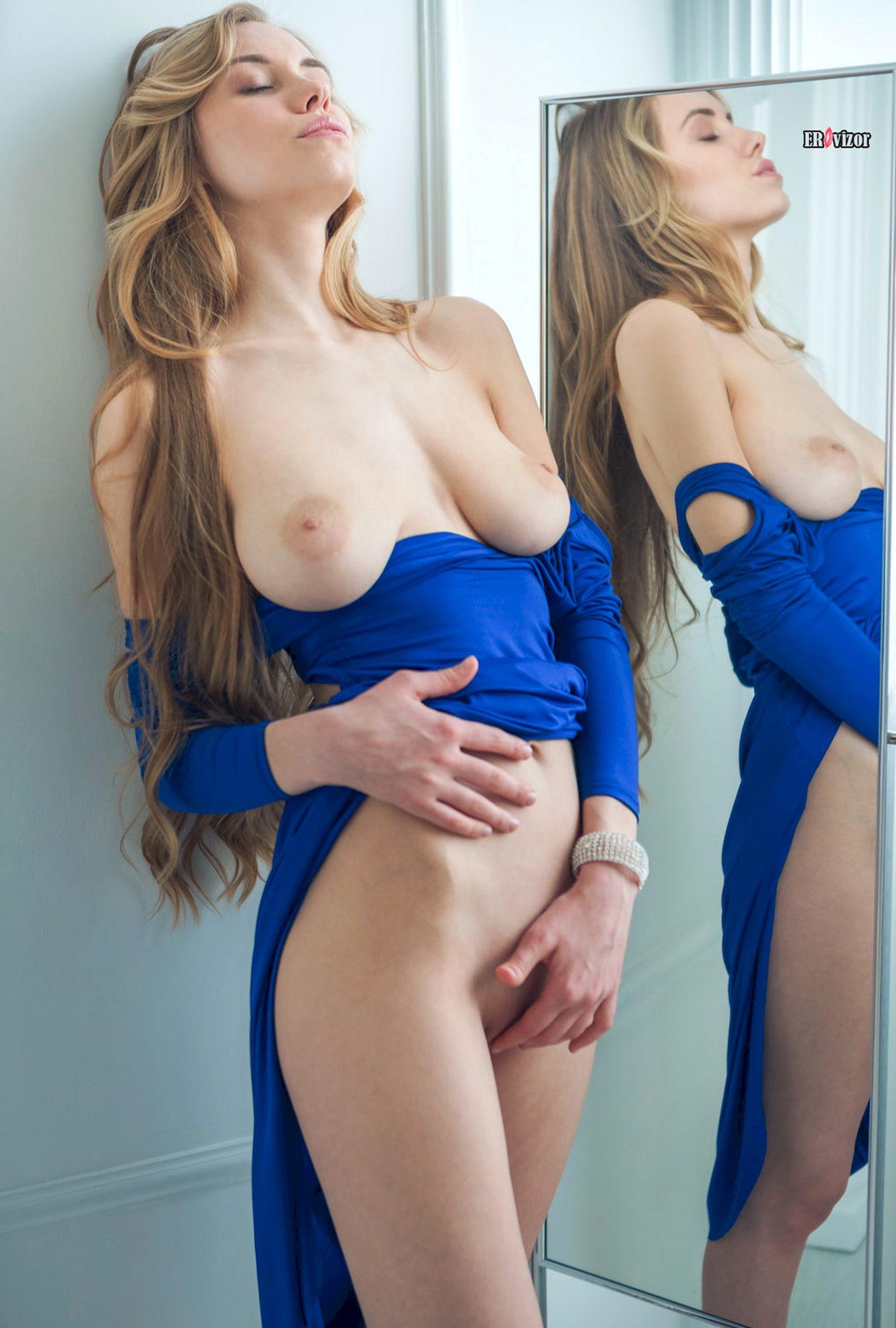 blondinka_pered_zerkalom_sexy_body (6)