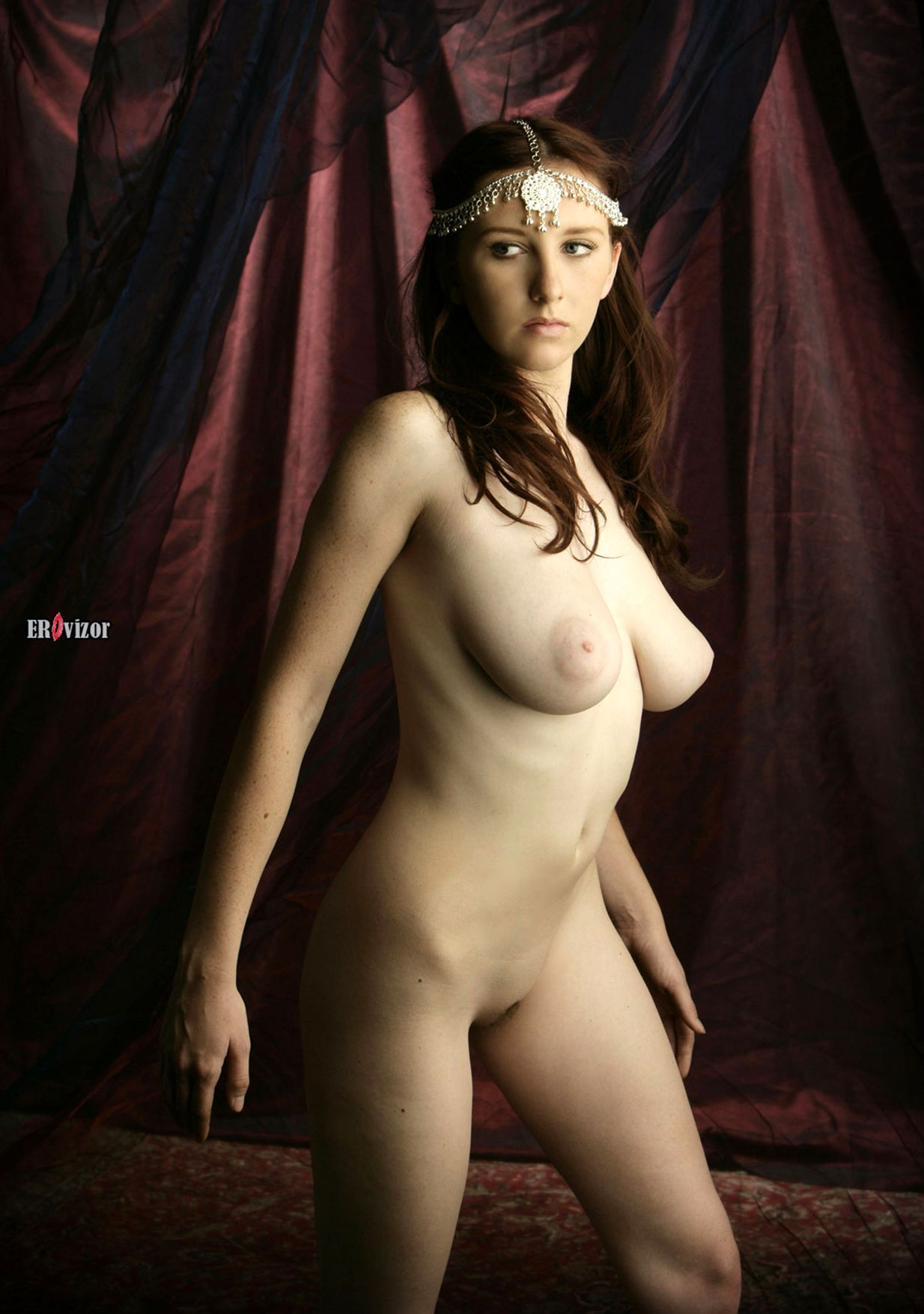Brunette-Babe-Sarah-Of-Rafeynor-with-Big-Naturals-1