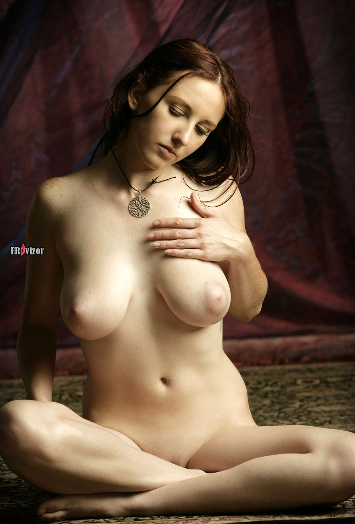 Brunette-Babe-Sarah-Of-Rafeynor-with-Big-Naturals-10