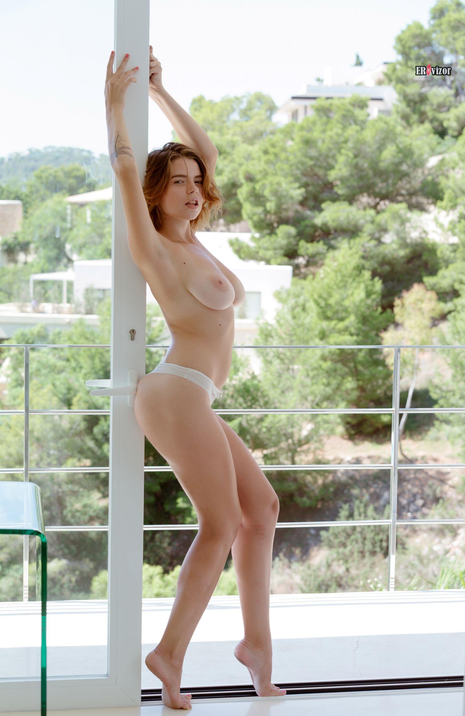 Mariana-Visconti-with-Big-Naturals tits (8)