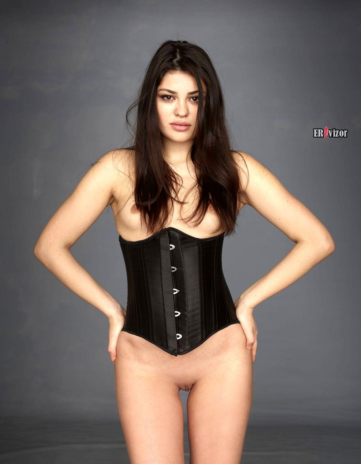 модель Lidia в корсете без трусиков