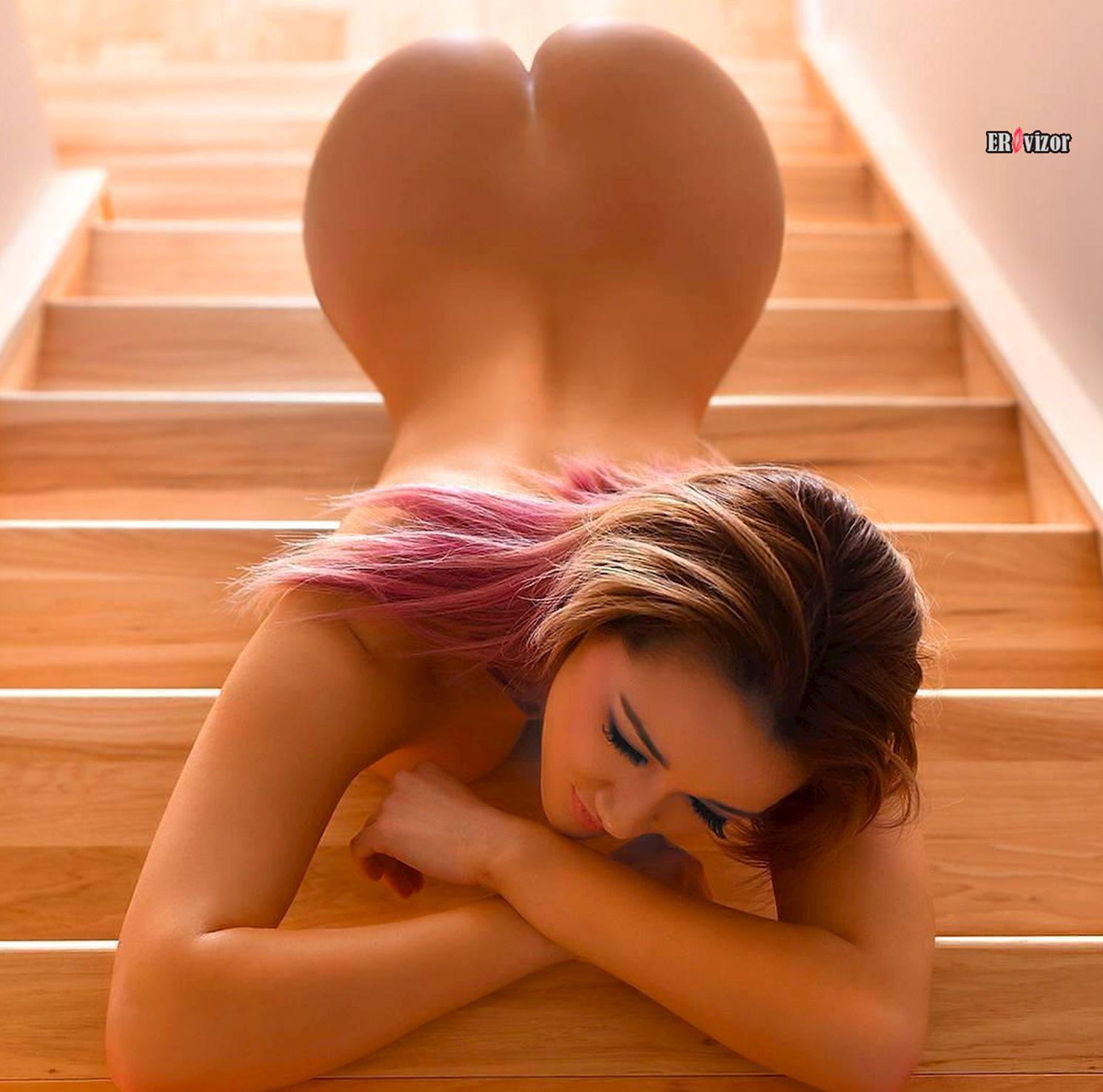 эротика на лестнице