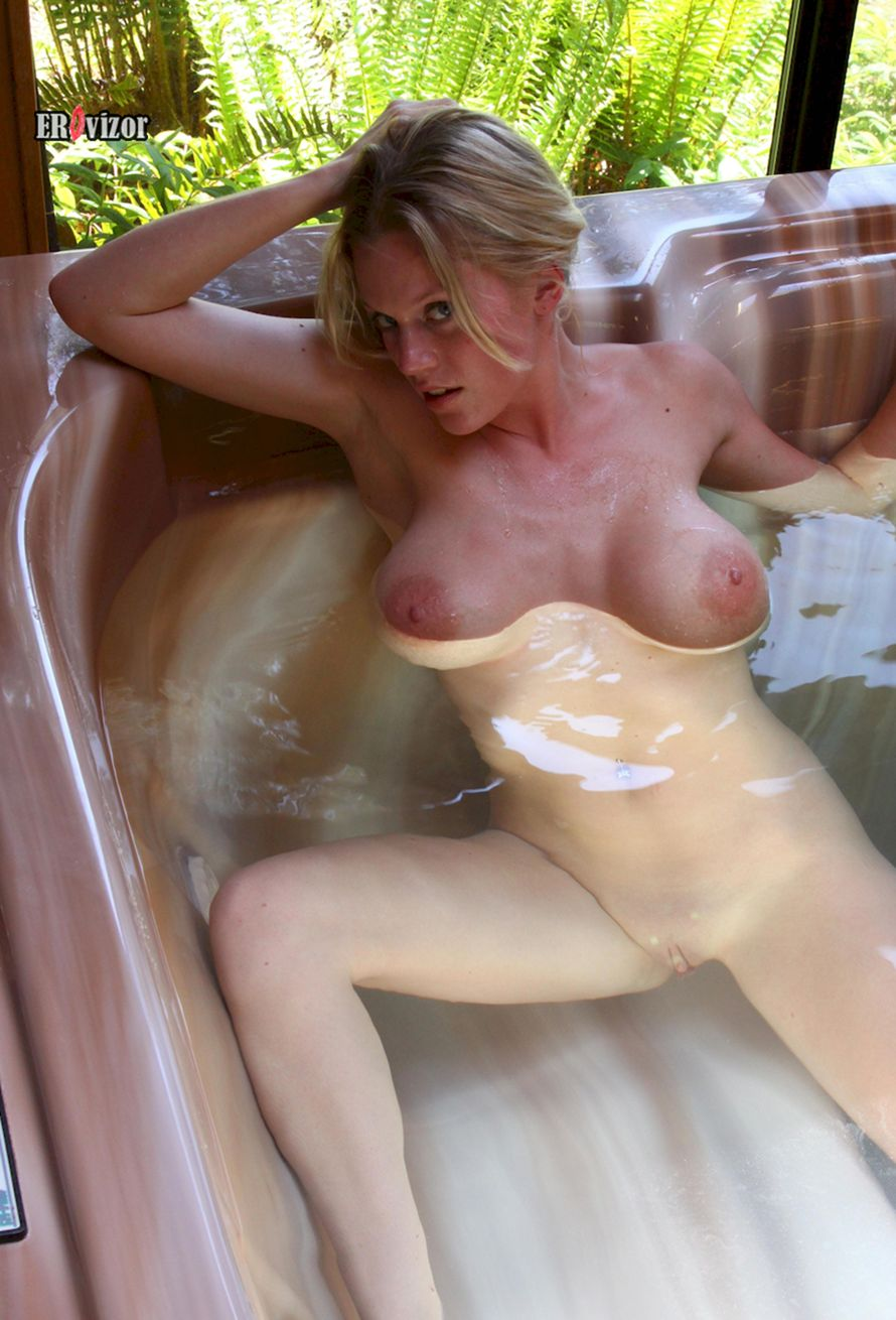 Busty-Blonde-Alecia-erovizor (10)