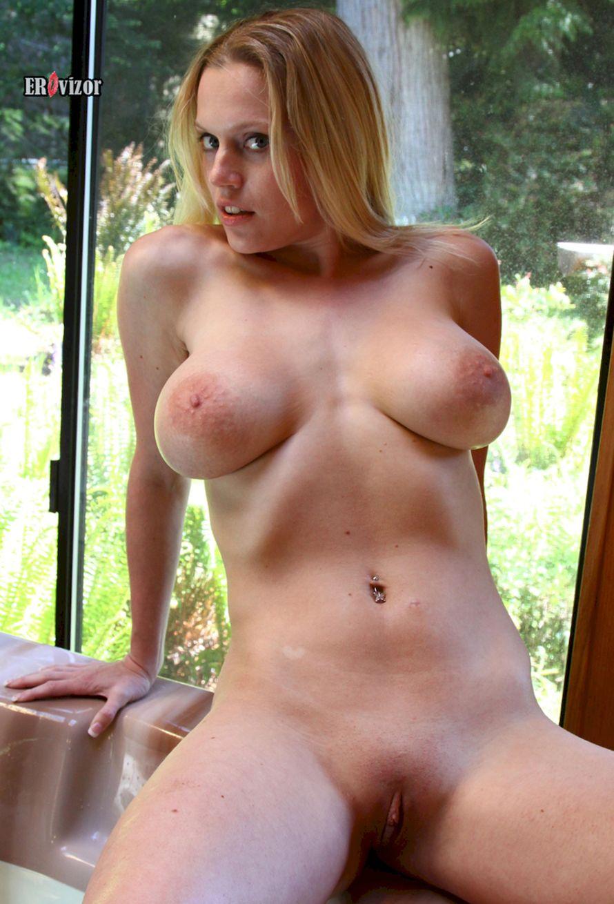 Busty-Blonde-Alecia-erovizor (6)