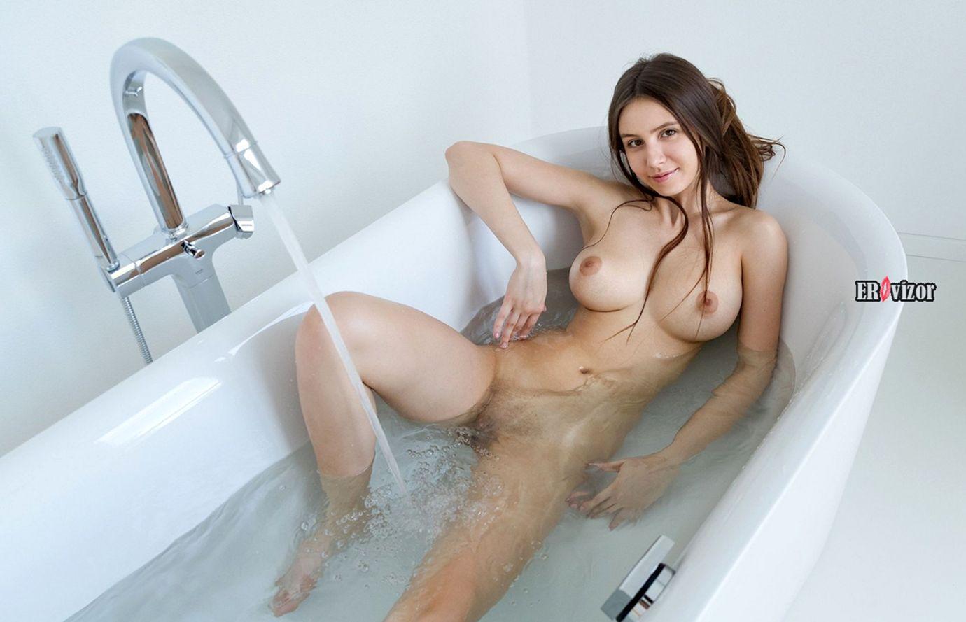 jessica albanka голая в ванне
