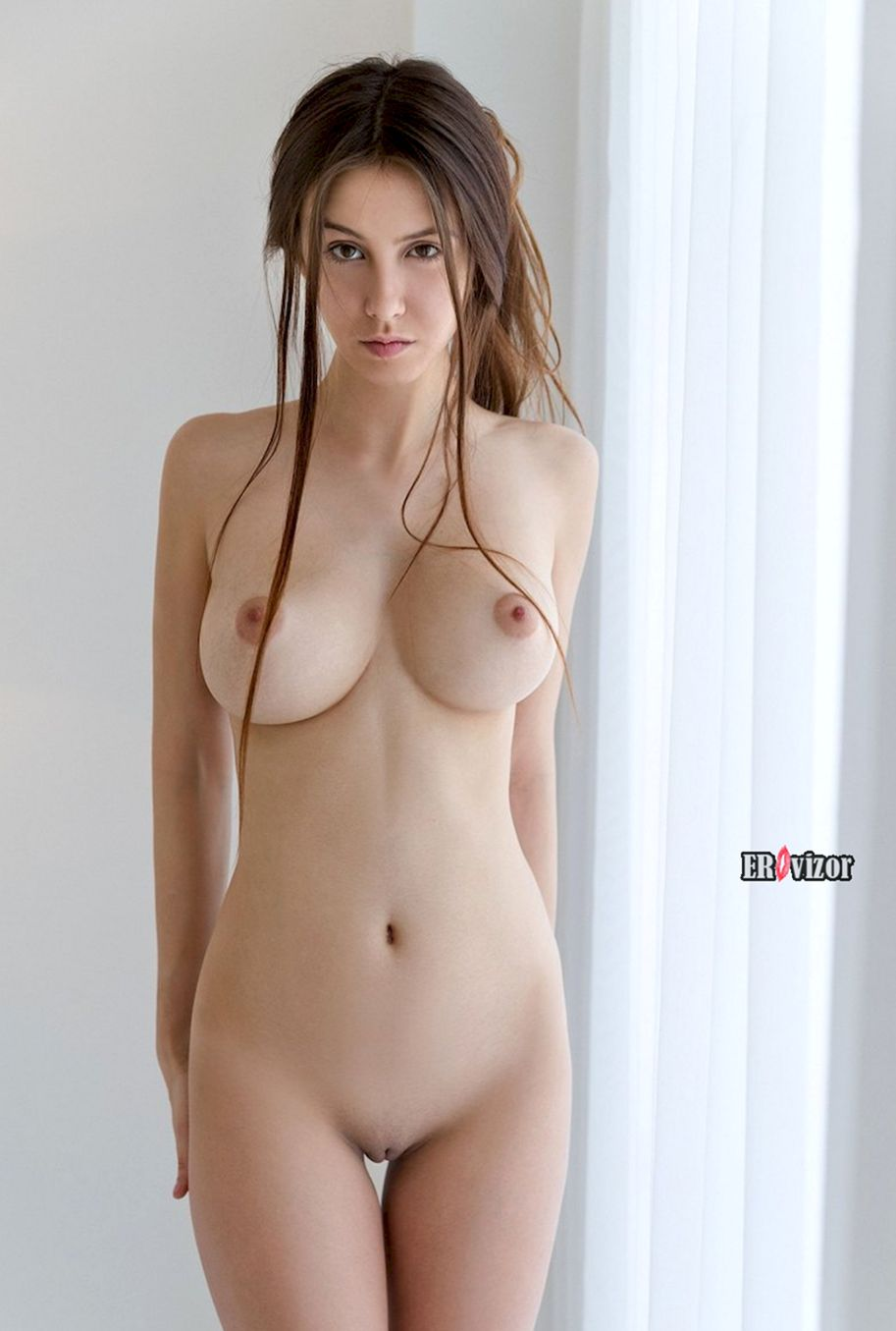 Busty-Brunette-Jessica(3)