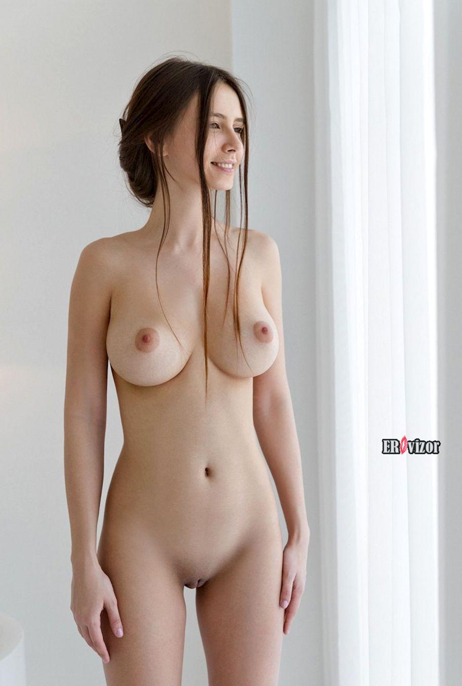 Busty-Brunette-Jessica(4)