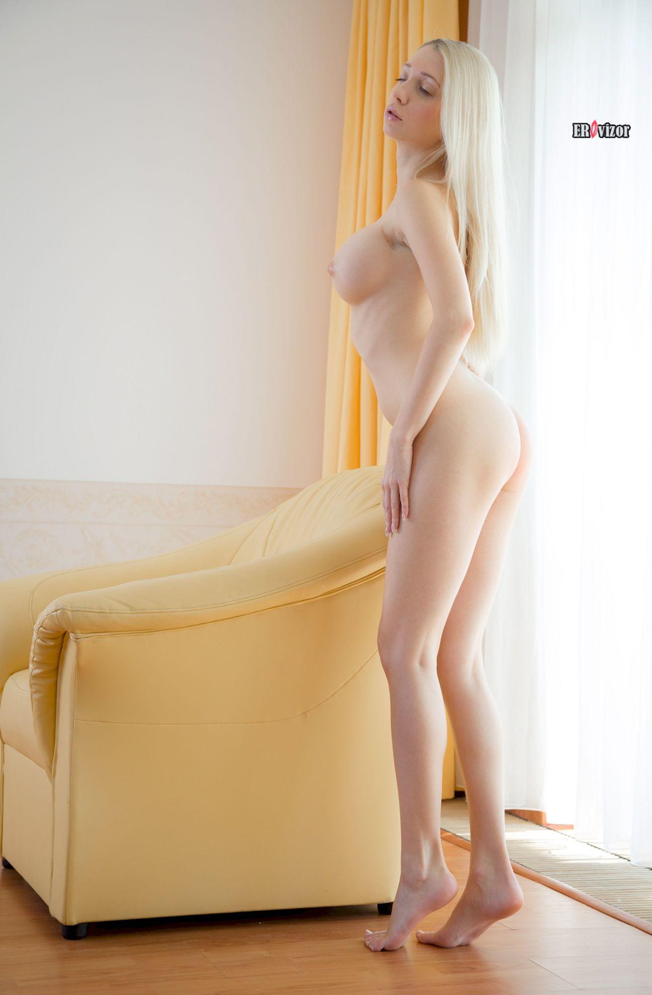 Busty-Blonde-Lolita-Miriama-Kunkelova-1 (8)