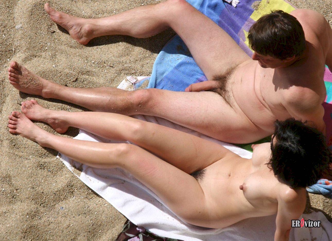 нудисты муж с женой на пляже