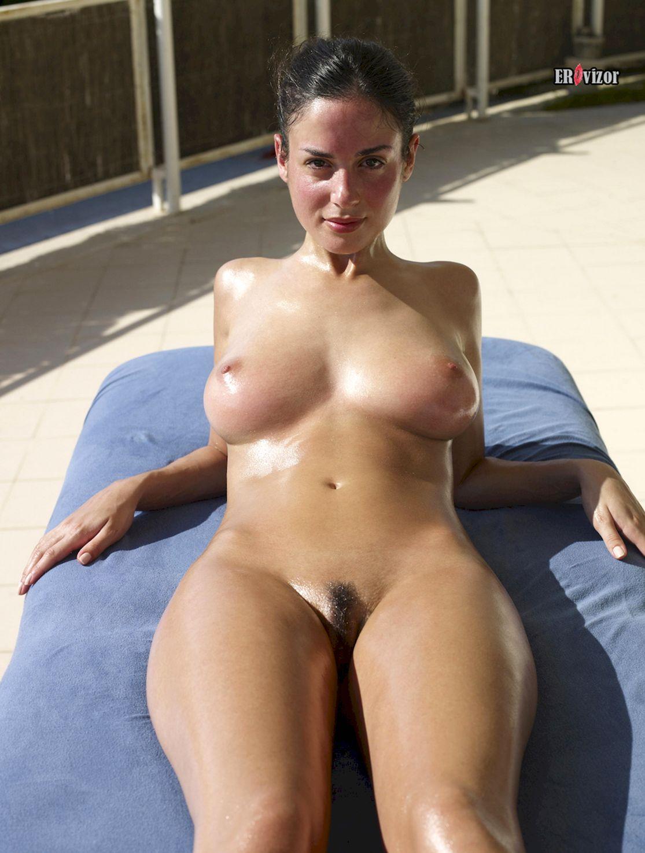 голая модель muriel на массаже