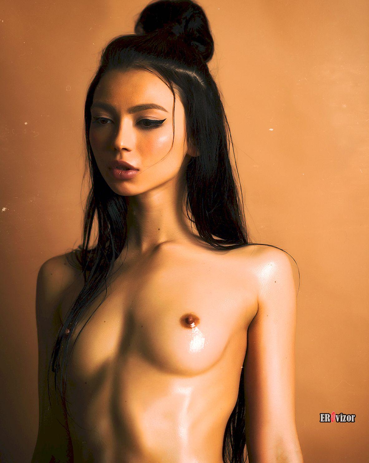 ню фото азиатки