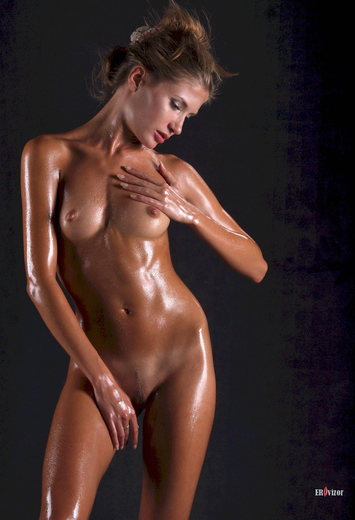 красивое голое тело модели Sofia Bella