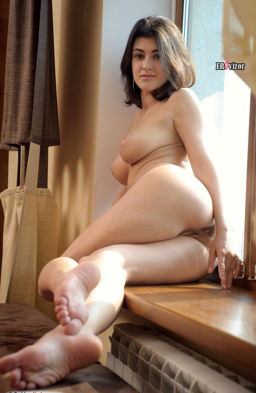 Brunette-Zita И Big-Naturals-tits (4)