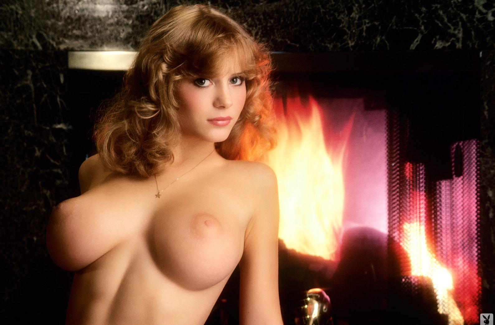 девушка kimberly mcarthur с обнаженной грудью