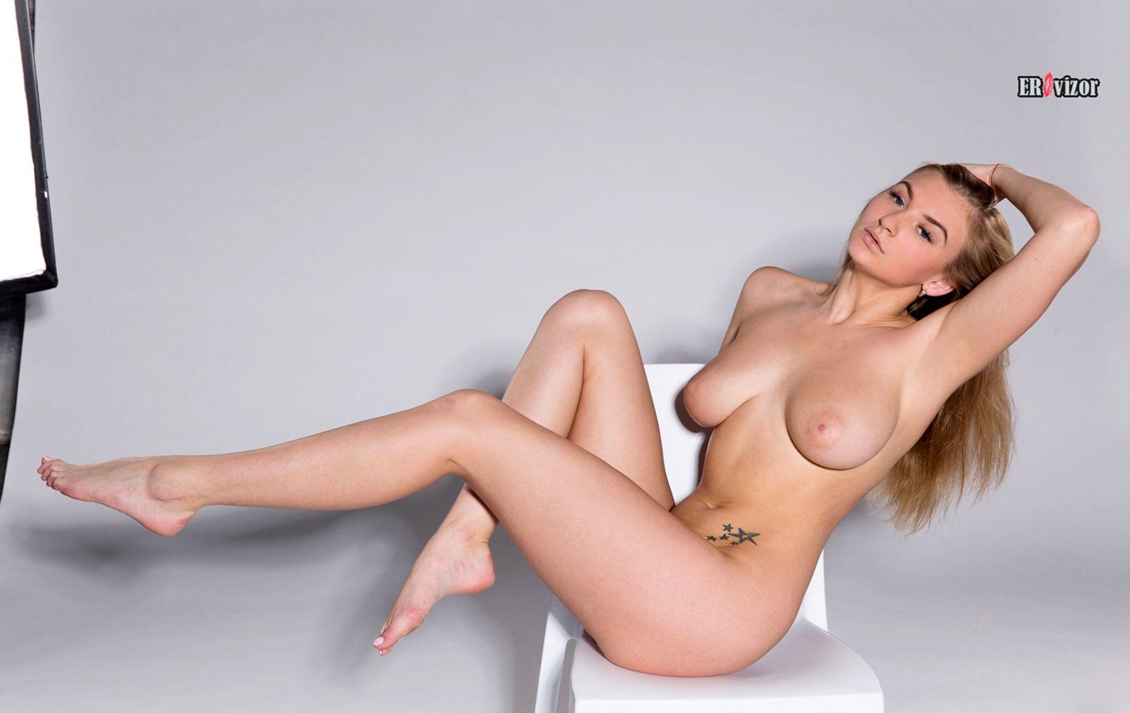 laury украинская голая девушка
