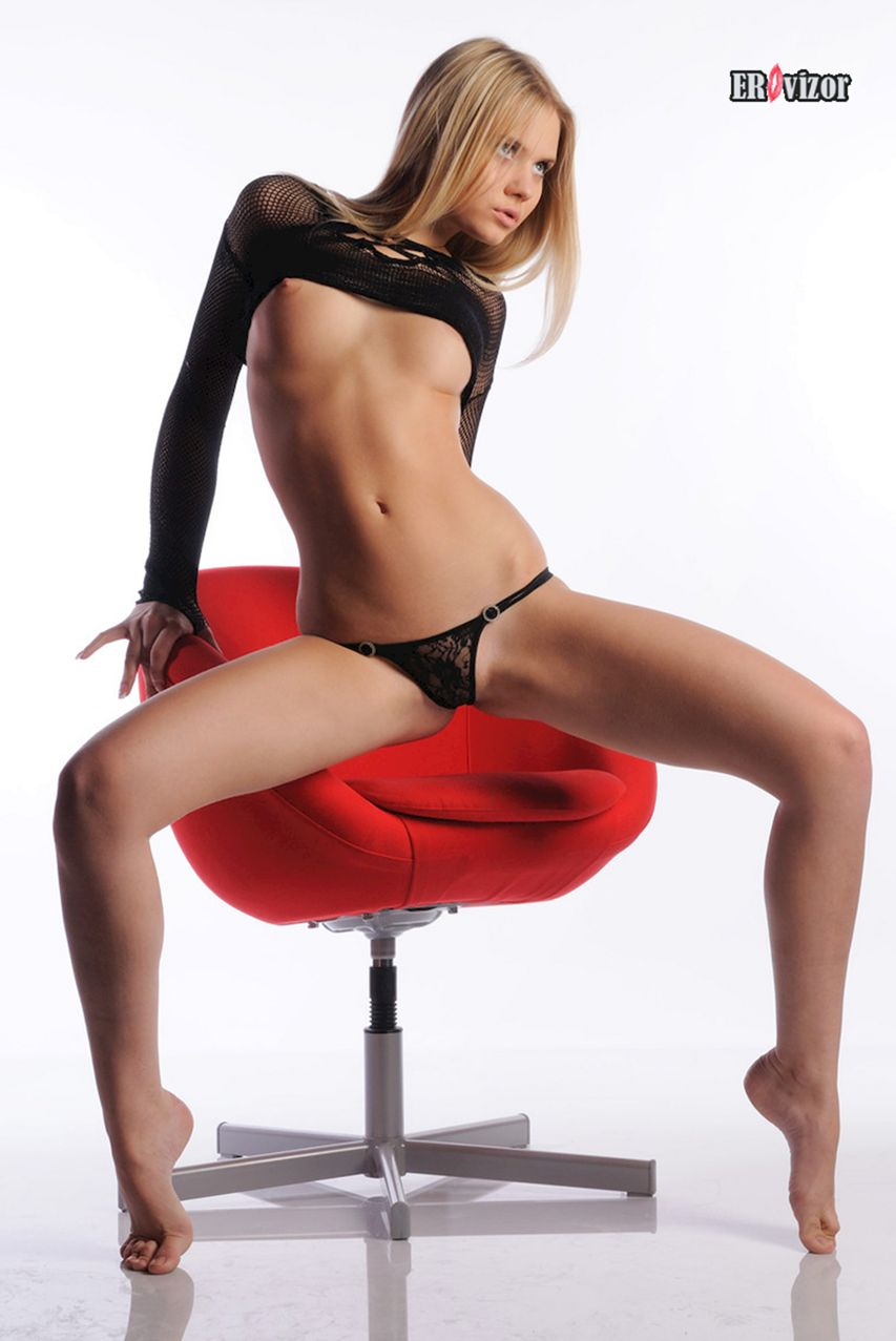 Sexy_blonde_Aria-Argento_photo (4)
